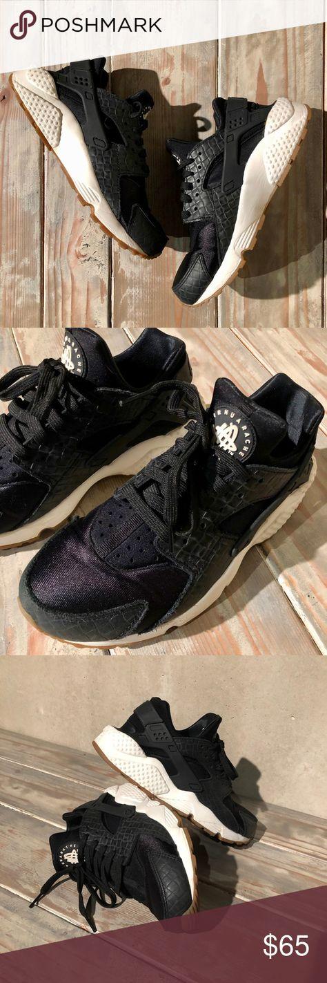 1bab0b0d76cc Women s Black and White Nike Air Huarache Size 8 Like new women s black and white  Nike