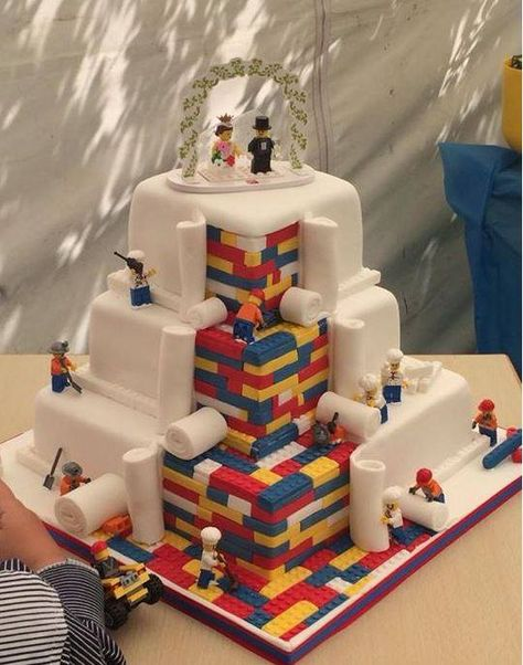 Lego Wedding Cake : How Fun and cute is this. This cake is really awesome! Lego Wedding Cakes, Themed Wedding Cakes, Themed Cakes, Cake Wedding, Diy Wedding, Perfect Wedding, Wedding Gifts, Wedding Ideas For Groom, Purple Wedding