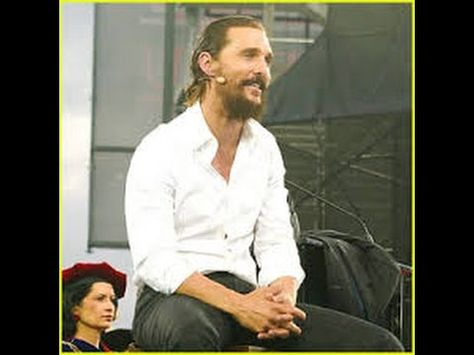 Matthew McConaughey Gives Encouraging Commencement Speech at University of Houston !
