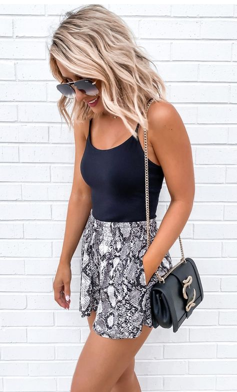 Cute Casual Spring Outfits 2020: Trends & Pretty Looks | Image © Laura Beverlin | Snake Print High Waisted Shorts Outfit | Are you looking for spring outfits women inspiration? Or perhaps you're after spring outfits for teen girls or spring outfits casual? Whatever it is that you're after, you'll find the best spring outfits 2020 women and spring fashion in this blog post! #springoutfits #springoutfitswomen #springoutfits2020 #casualoutfits #springfashion