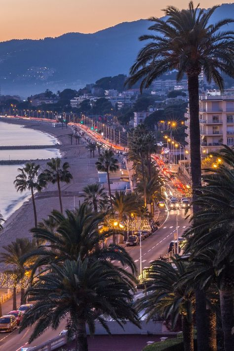 Cannes 2019 : 9 places to party on the Croisette - Cannes 2019 : 8 places to party until the end of the night - Beach Aesthetic, Travel Aesthetic, Nice France, South Of France, La Croisette Cannes, Places To Travel, Places To Visit, Cannes France, French Riviera