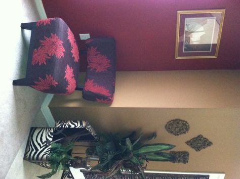 like the warm paint colors...but the burgundy/purple is not right for me...Home Office decor