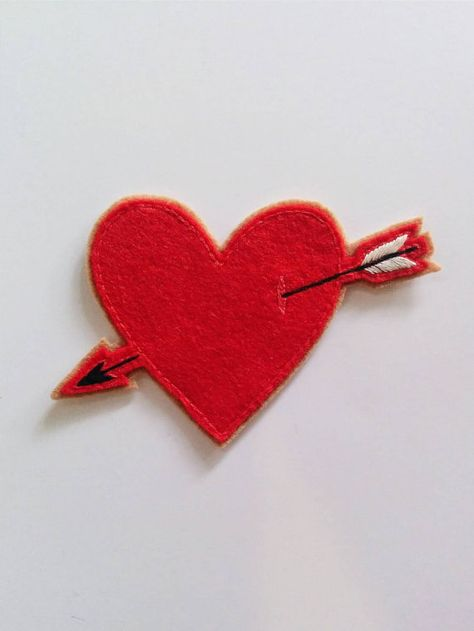 Heart W//Arrow Embroidered Iron On Applique Patch Love crafts Valentines