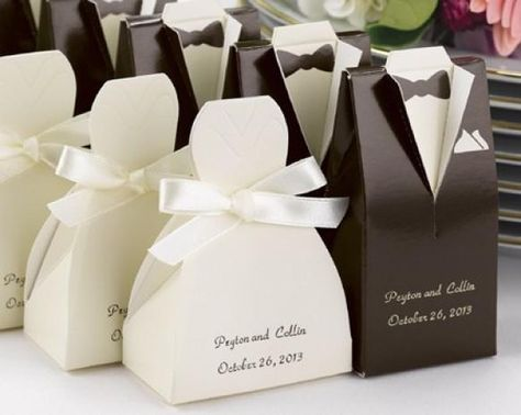 Weddbook ♥ Personalisierte Gown oder Tuxedo Favor Boxes. Nettes und einzigartiges Hochzeitsbevorzugungen Idee.  Black  weiß  zugunsten