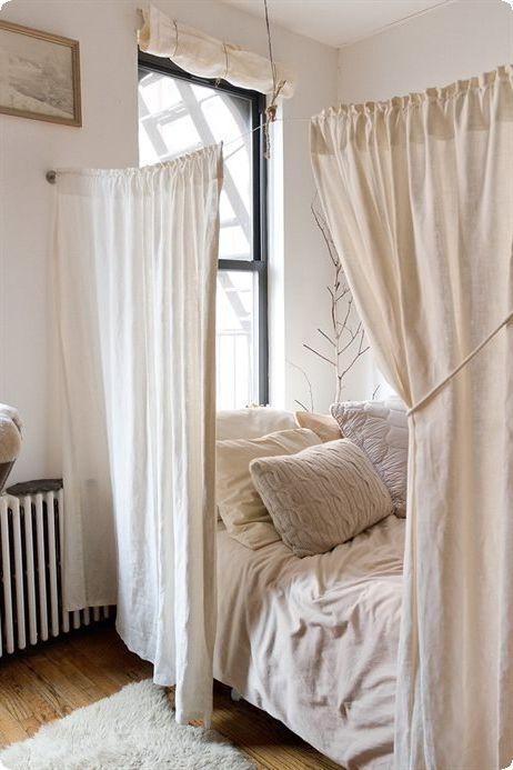 ワンルームにもオススメ カーテンを使ったベッドルームの間仕切り