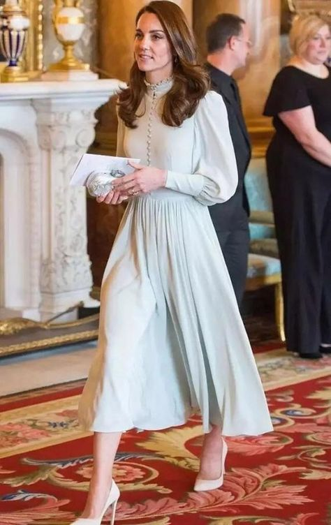 Kate Middleton Col haut Robe mi-longue Avec des manches Anniversary Of Prince of Wales' investiture Kate Middleton Outfits, Vestidos Kate Middleton, Style Kate Middleton, Kate Middleton Wedding Dress, Pippa Middleton, Kate Middleton Fashion, Cocktail Dresses With Sleeves, A Line Cocktail Dress, Women's Fashion Dresses