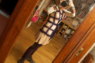 Tutorial granny square vest--in Dutch but photos easy to understand.