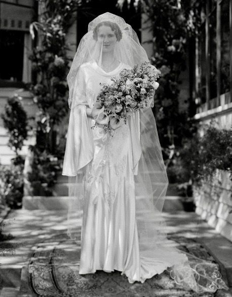 Pin By 1930s 1940s Women S Fashion On 1930s Wedding Dresses 1930s Wedding Dress Wedding Gowns Vintage Wedding Dresses Vintage