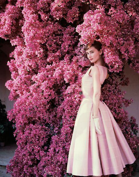 #Aurdrey Hepburn - classic beauty, truly stunning - Hepburn was the true class act.