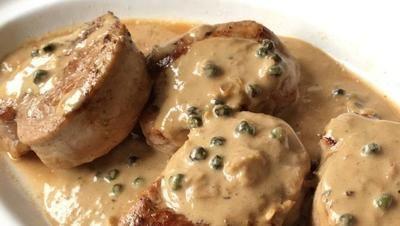 Medallones De Solomillo De Cerdo Ibérico Con Salsa A La Pimienta Para Foodies Cocina Recipes Food Filet Mignon Sauce