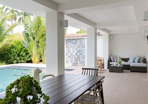 Poolside Manner - A Miami Home That Effortlessly Fuses Minimalism And Color  - Photos