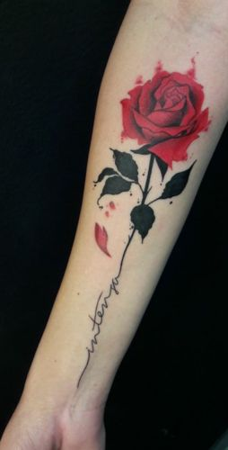 This Rose flower watercolor tattoo design looking very cute, giving awesome look on arm. watercolor tattoo Amazing Watercolour Tattoos For Cool Look - Blurmark