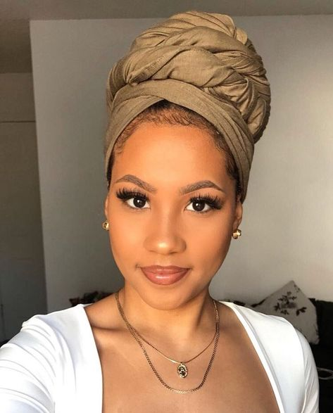 African Hair Wrap, African Head Wraps, Mode Turban, Turban Hijab, Hair Wrap Scarf, Curly Hair Styles, Natural Hair Styles, Head Scarf Styles, Pelo Afro