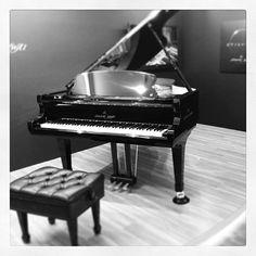 S._Kawai_Grand_Piano_by_Shigeru_Kawai_-_Beautiful_figure_piano_(photo_by_Hirotomo.SABETTO).jpg (640×640)