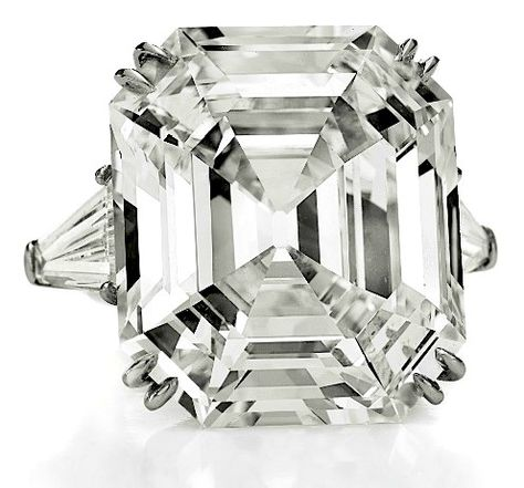Richard Burton's first jewelry purchase for Elizabeth Taylor was the 33.19-carat Asscher-cut Krupp Diamond, in 1968.