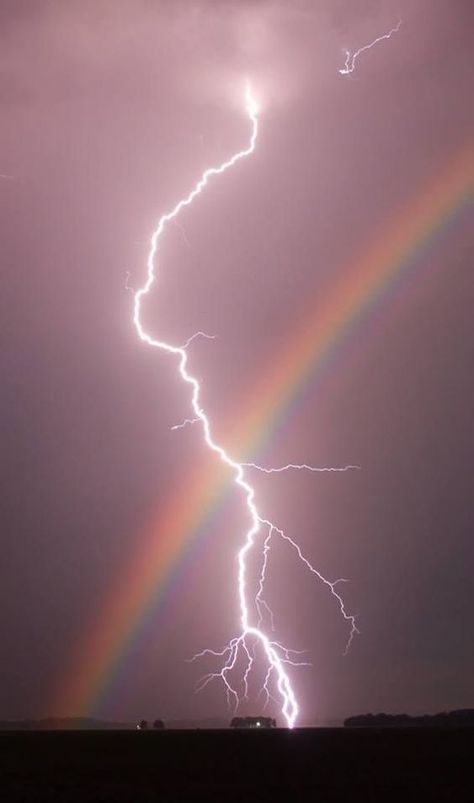 Nature doin it's own thing. This is also on my lightning board. Rainbows and lightning in one pic, had to go on both boards.