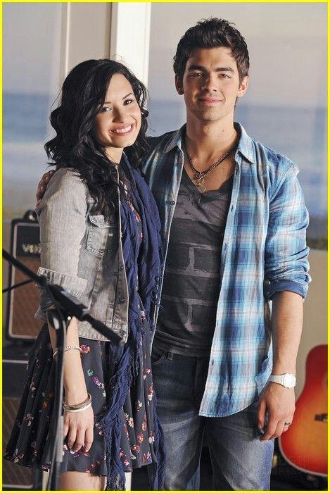 Pin By Juli Singh On Demi Lovato Demi And Joe Camp Rock Joe Jonas