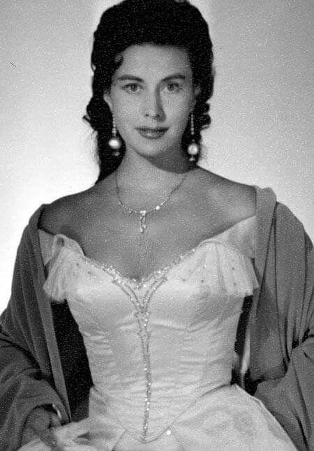 Lisa Della Casa | Female singers, Opera singers, Sopranos