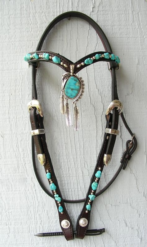 Custom turquoise and silver feather pendant headstall with turquoise stones and silver. Silver buckles and conchos. Western Horse Saddles, Horse Bridle, Horse Halters, Western Tack, Horse Gear, Horse Tips, Bling Horse Tack, Reining Horses, Breyer Horses