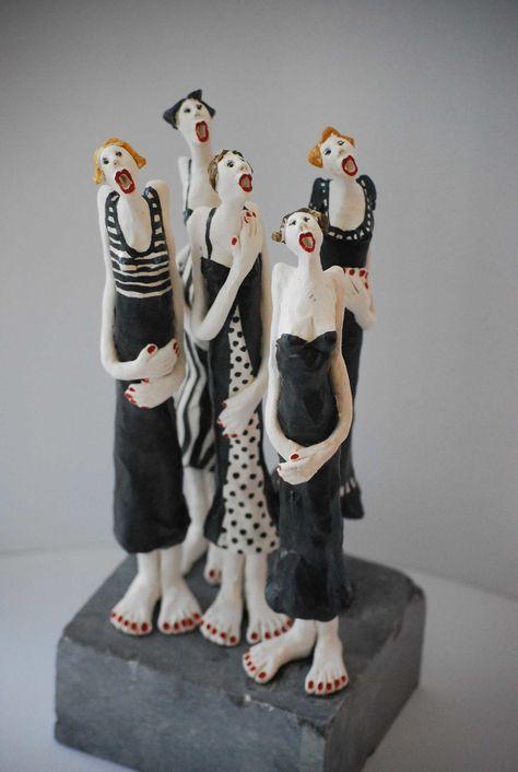 black and white - women - singing - Mieke van den Hoogen - ceramic sculpture