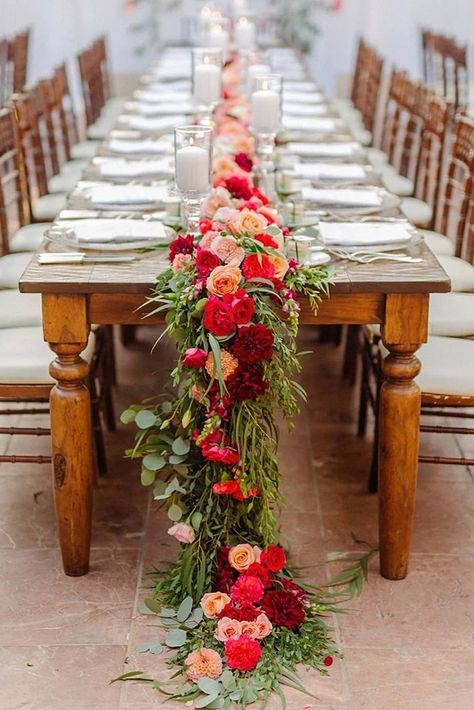 The wedding is the most romantic and warmest event. The wedding scene should also be decorated with beautiful decorations. Wedding decorations with flowers are the best choice for most brides and grooms. Party Decoration, Wedding Table Decorations, Wedding Arrangements, Table Arrangements, Wedding Centerpieces, Wedding Bouquets, Flower Arrangements, Flower Decoration, Table Wedding
