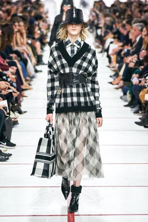 Christian Dior Fall 2019 Ready-to-Wear Fashion Show Collection: See the complete Christian Dior Fall 2019 Ready-to-Wear collection. Look 26