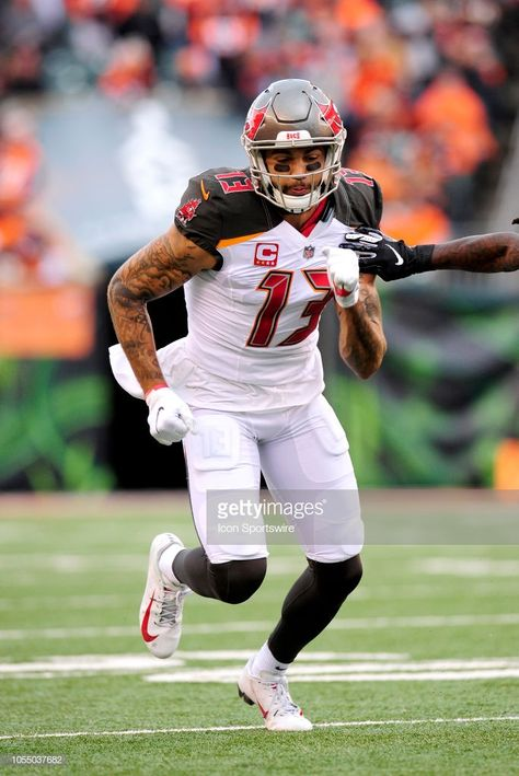 Tampa Bay Buccaneers Wide Receiver Mike Evans Runs A Route During The Mike Evans Tampa Bay Buccaneers