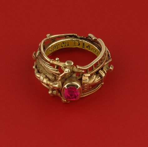 Katharina's gold and ruby ring, Stadtgeshichtelichtes Museum, Leipzig. Renaissance Jewelry, Medieval Jewelry, Ancient Jewelry, Antique Jewelry, Vintage Jewelry, Antique Ruby Rings, Wiccan Jewelry, Viking Jewelry, Jewelry Rings