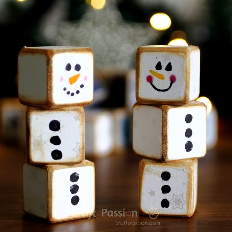 Wood Projects small-snowman-decorations - The letter cubes set is a combination of 24 blocks with letters up to 6 sides of the cube. Plan your own words or use the suggested holiday theme words. Christmas Wood Crafts, Christmas Projects, Holiday Crafts, Handmade Christmas, Christmas Blocks, Wooden Christmas Decorations, Diy Holiday Blocks, Halloween Wood Crafts, Snowman Christmas Decorations