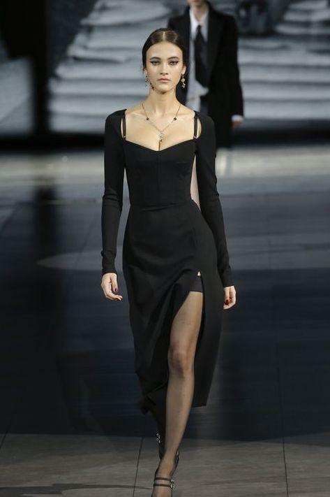 Couture Fashion, Fashion Show, Fashion Design, Milan Fashion, Runway Fashion Outfits, Fall Fashion Week, High Fashion Dresses, Chanel Couture, Fashion 2020