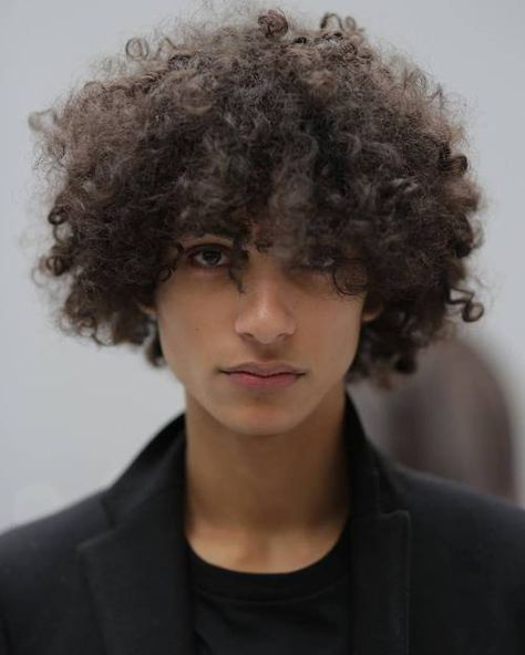 Latest Men Hairstyles 2018 – Every Man Must See - faces of the world - Haar Design Male Curly Hair, Curly Hair Styles, Natural Hair Styles, Curly Hair Boys, Long Hair Male Model, Pretty People, Beautiful People, Latest Men Hairstyles, Hairstyles 2018
