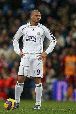 Ronaldo Imagenes De Real Madrid Fotos De Ronaldinho Leyendas De Futbol