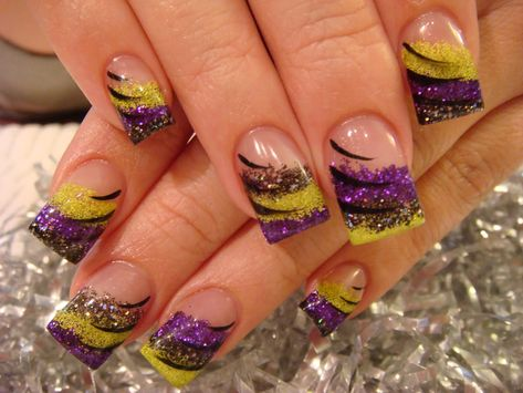 DIY halloween nails: DIY Halloween nail art : I just love purple and green for Halloween