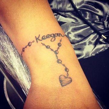 Romanticos Y Hermosos Tatuajes Pulseras Con Nombres Pulsera Con Nombres Tatuajes Femeninos En La Muneca Tatuaje De Pulsera En El Tobillo