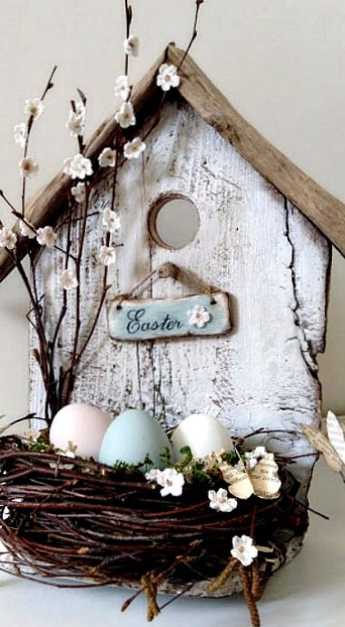 DIY Easter Bird House (translate button on the left) Spring Crafts, Holiday Crafts, Home Crafts, Diy Crafts, Holiday Decor, Easter Projects, Easter Crafts, Diy Osterschmuck, Decorative Bird Houses