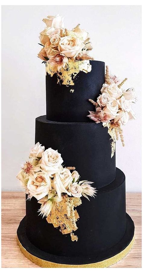 Just like bridal dresses, wedding cakes can also be trendy or obsolete. A traditional wedding cake is usually a white vanilla cake in towering stacked layers. However, we are onto year wedding cake trends are becoming more and more playful. Black Wedding Cakes, Elegant Wedding Cakes, Beautiful Wedding Cakes, Wedding Cake Designs, Beautiful Cakes, Unique Weddings, Dream Wedding, Blush Weddings, White Weddings