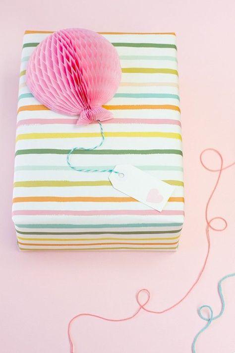 Diy Honeycomb Balloon Gift Toppers Geschenke Geschenke