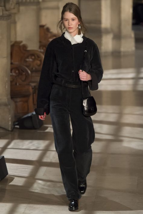 Lemaire Fall 2016 Ready-to-Wear Fashion Show Collection: See the complete Lemaire Fall 2016 Ready-to-Wear collection. Look 20