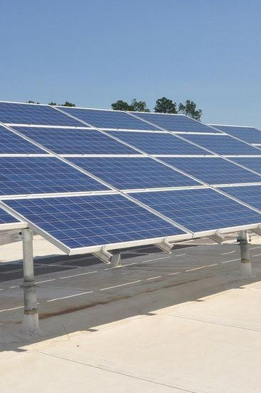 Renewable Solar Energy Solar Energy Resource Advantages And Disadvantages Choosing To G In 2020 Solar Panels Solar Panel Technology