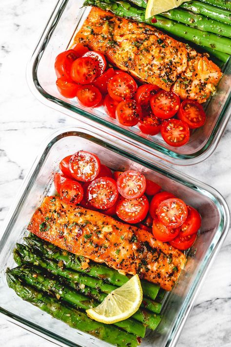 15 Minute Meal-Prep Garlic Butter Salmon with Asparagus - #mealprep #lowcarb #salmon #eatwell101 - This easy garlic butter salmon meal prep with asparagus is a great way to guide yourself into a healthier lifestyle. - #recipe by #eatwell101 #HealthyFoodMealPlan