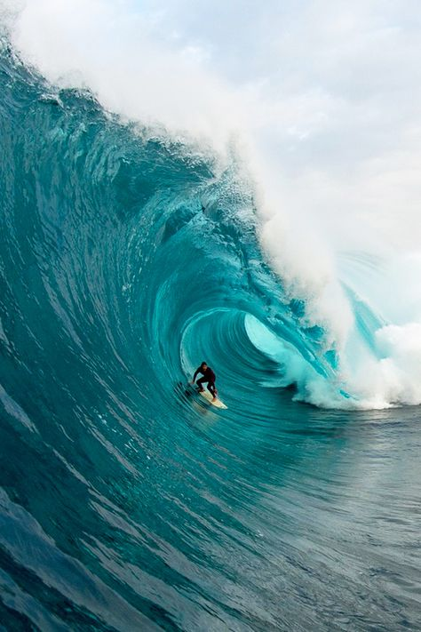 Surfing holidays is a surfing vlog with instructional surf videos, fails and big waves Ocean Beach, Ocean Waves, Big Waves, Ocean Wallpaper, Surfing Pictures, Beach Aesthetic, Ocean Photography, Surf Art, Surf Style