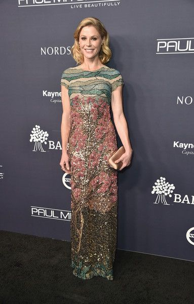 Julie Bowen attends the 2017 Baby2Baby Gala at 3LABS.