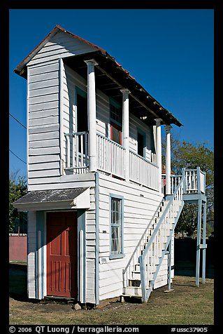 Savanna charleston on pinterest charleston south for Charleston style homes