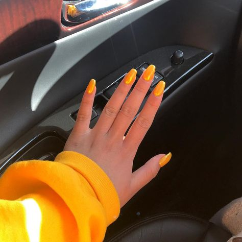 22 Yellow Nails Ideas to Get Very Funny Colors -