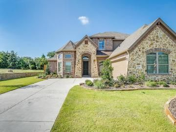 Brand New Home In Midlothian Tx 4 Bed 3 Bath In 2020 Enclosed Patio Sale House Entrance