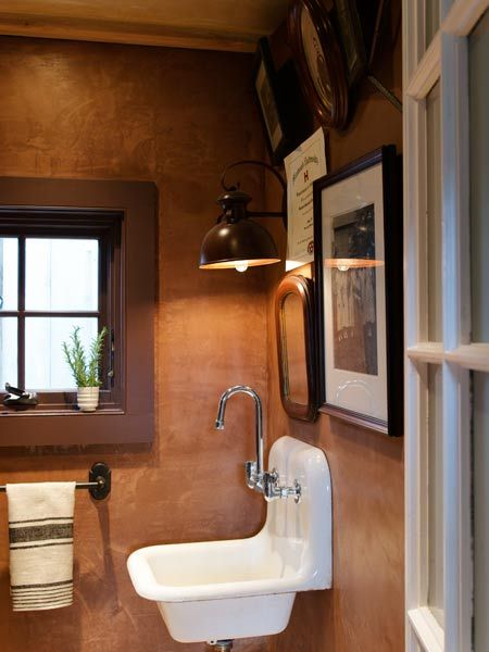 The powder room in the rear addition of this farmhouse has a vintage sink paired with a jaunty gooseneck faucet. The walls get their shimmer from tinted plaster. | Photo: John Gruen