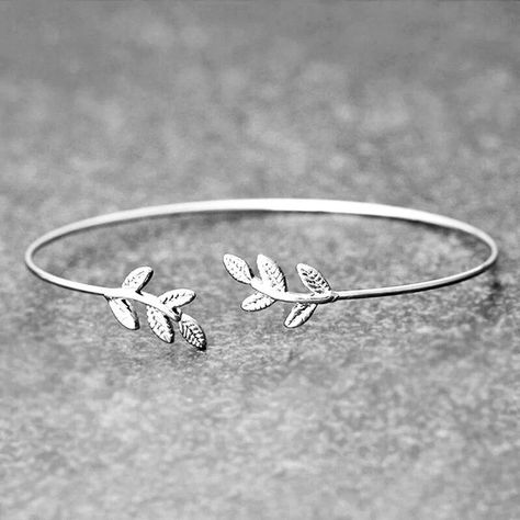 Indulge yourself with a piece of nature with our beautifully crafted Lacreuu Leaf Cuff Bracelet. Put it on your wrist and you will never want to take it off. Its comfortable yet elegant and can be paired with other accessories available in our collection. Lacreuu Leaf Bracelets is alone enough to make a stunning statement when it comes to botanical beauty. It is made of Sterling Silver 925/1000th and is rhodium plated to give enhancements to more intricate details.