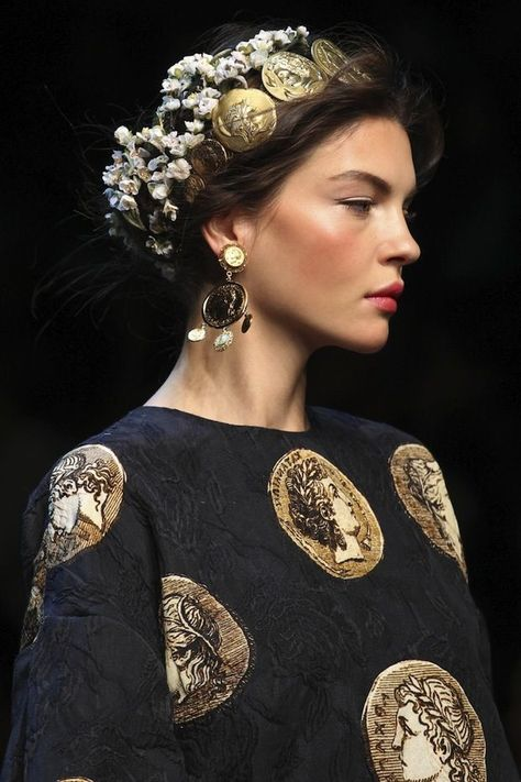 Dolce & Gabbana Spring 2014 Ready-to-Wear Fashion Show Details: See detail photos for Dolce & Gabbana Spring 2014 Ready-to-Wear collection. Look 68