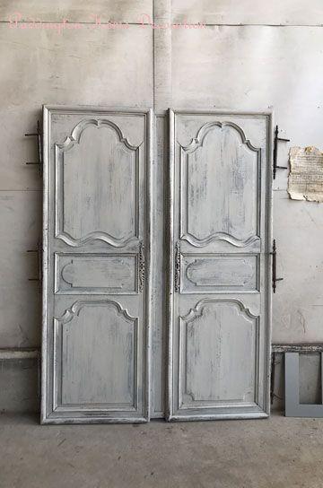 Antiquedoor アンティークドア パディントン 剥げ掛けのペイントが長年の年月を経て 風化し乾燥して出来た素敵な古い塗装のantiquelペアクローゼットペアドア この風化のタッチはまねできない哀愁を感じる古いオーク材ドア 木の筋目に沿ってこい塗装が刻まれミント