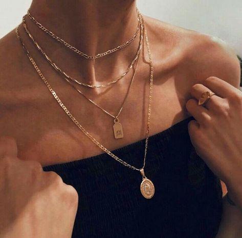 Neck jewellery - femme fatale on – Neck jewellery Dainty Jewelry, Cute Jewelry, Jewelry Accessories, Fashion Accessories, Fashion Jewelry, Women Jewelry, Jewlery, Gold Jewellery, Silver Jewelry